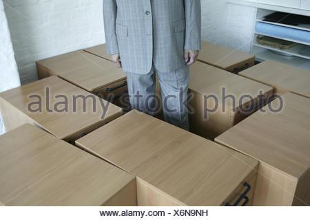 Espace bureau boîtes de butée businessman stands détail des