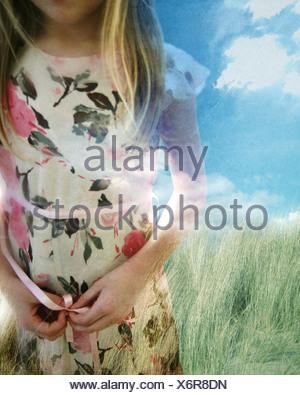 Montage photo d'une jeune fille porte une robe Banque D'Images