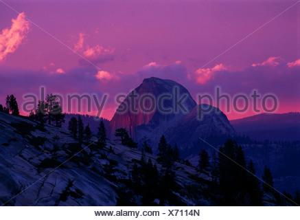 Halfdome Mountain dans le coucher du soleil, Yosemite National Park, California, USA, Amérique du Nord