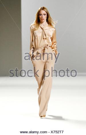 ... robe flottant · Chloe Paris Prêt à Porter Automne Hiver chemise de soie  crème 1ba964ea286