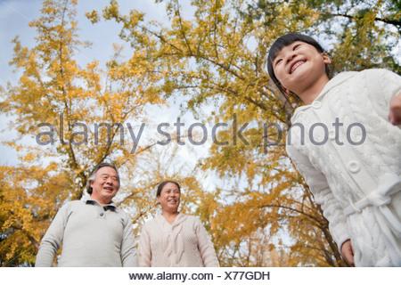 Les grands-parents et petite-fille de Park Banque D'Images