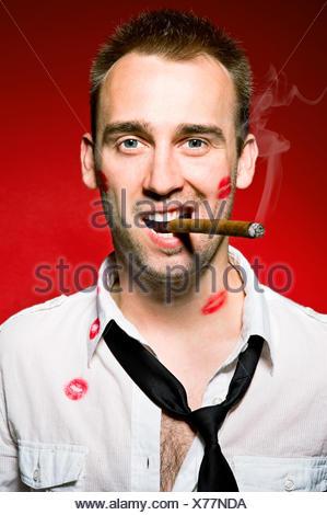 Man smoking cigaro Banque D'Images