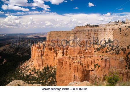 Grand vista de soleil et ombre sur Bryce Canyon Banque D'Images