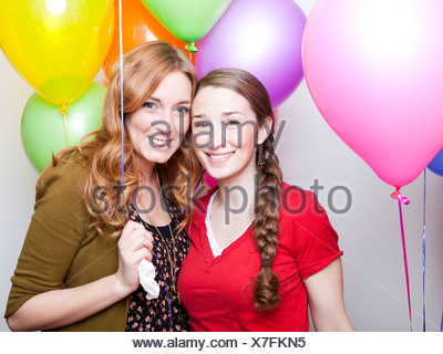 Studio Shot of young women holding balloons Banque D'Images