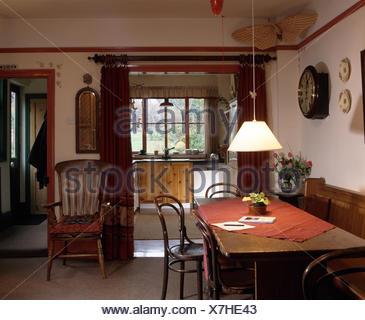 Dans Une Chaise Windsor Vintage Annees 90 Salle A Manger Avec Des