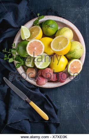 divers fruits tropicaux et fruits exotiques citron kiwi. Black Bedroom Furniture Sets. Home Design Ideas