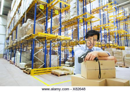 Portrait of male manager dans l'entrepôt de distribution Banque D'Images