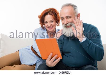 Couple using digital tablet Banque D'Images