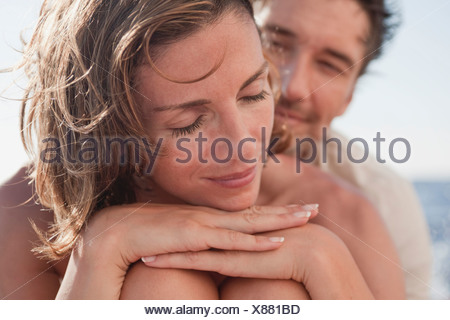 Woman embracing Banque D'Images