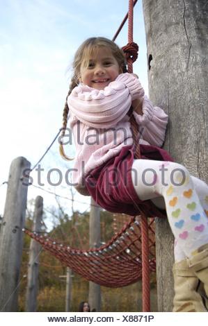 aire de jeux de fille enfant junglegym joue la corde ne souhaitons