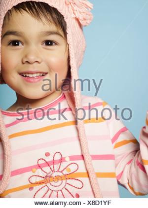Portrait de petite fille avec de la laine hat Banque D'Images
