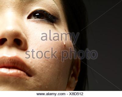 Jeune femme pleurer close up Banque D'Images