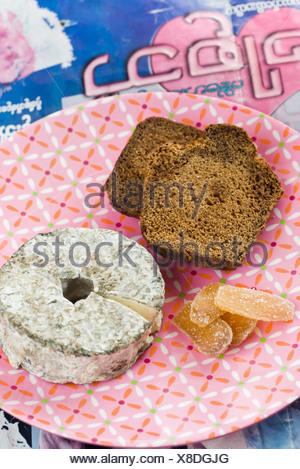 D'épices en tranches avec le fromage de chèvre et gingembre confit Banque D'Images