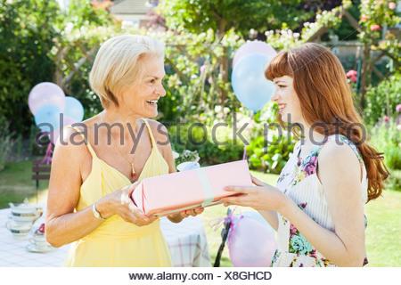 Femme actuelle propose de femme mature. Banque D'Images