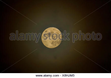 Pleine lune avec halo, Germany Banque D'Images