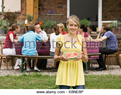 Young Girl holding watermelon Banque D'Images
