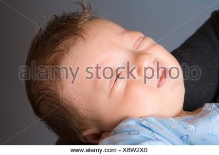0-1 mois 1-6 mois 2 à 35 années 30s Adultes Adultes Affection à la maison Bébés Soins Soins Caucasian Ch Banque D'Images