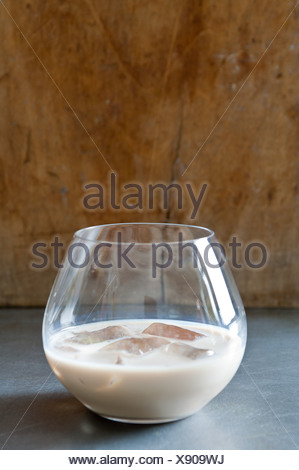 Crème irlandaise dans un tumbler Banque D'Images