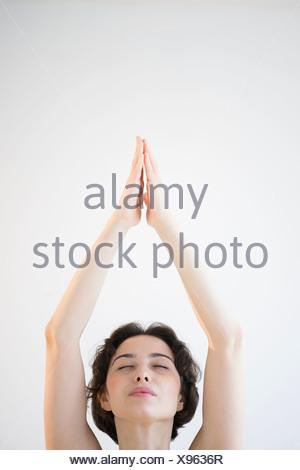 Woman meditating Banque D'Images
