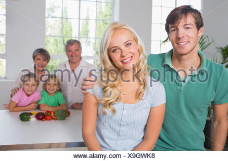 Portrait de couple avec leur famille Banque D'Images