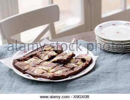 Brownies au chocolat blanc et noir Banque D'Images