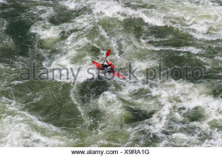 Rafting sur le fleuve Zambèze, Chutes Victoria, Zambie, Zimbabwe, Afrique du Sud Banque D'Images