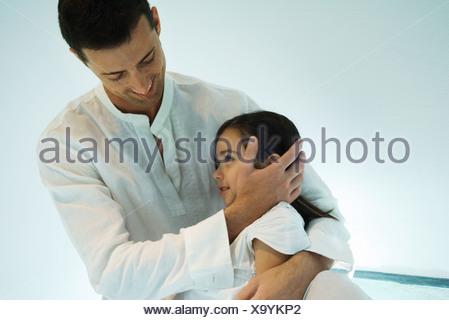 Faire place au Père fille, smiling Banque D'Images