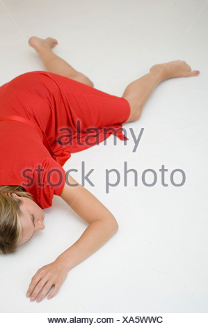 Une femme portant sur un marbre Banque D'Images