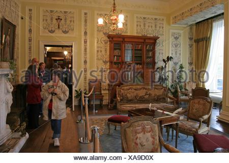 Les touristes à l'abbaye l'abbaye de Kylemore Kylemore Lake République d'Irlande Banque D'Images