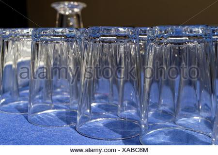 Beaucoup de verre pour l'eau potable dans les restaurant Banque D'Images