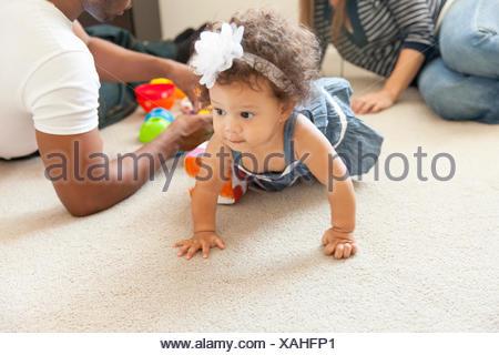 Mère et père jouant avec sa jeune fille Banque D'Images