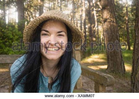 Woman smiling towards camera Banque D'Images