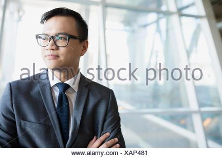 Pensive businessman in suit looking away Banque D'Images