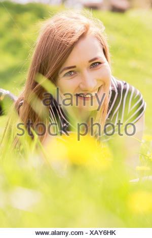 Happy girl cheveux rouge Banque D'Images