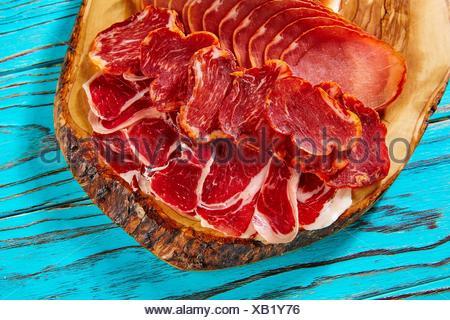 Tapas jambon ibérique et saucisse de l'Espagne 7343 sur un tableau. Banque D'Images