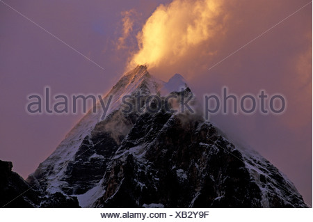 Les pics dans les nuages, Garhwal, près de Gangotri, Uttaranchal, Uttarakhand Himalaya, l'Inde du Nord, Inde, Asie Banque D'Images