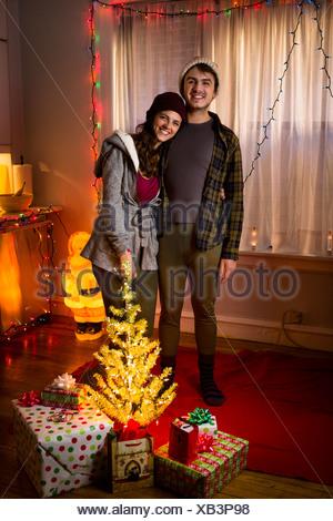Portrait of happy young couple à Noël Banque D'Images