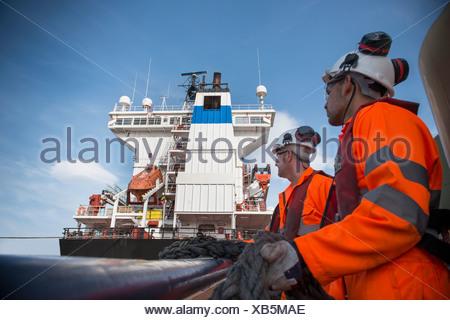 Travailleurs sur corde de traction remorqueurs Banque D'Images