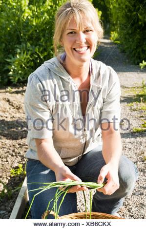Femme avec la ciboulette Banque D'Images