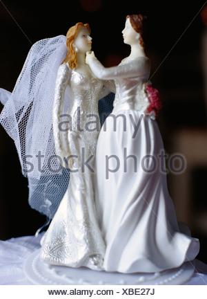 Un gay couples nuptiales sur un gâteau, la Suède. Banque D'Images