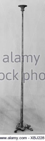 Candélabre en bronze (pied de lampe). Période: début de l'impériale; Date: ca. 1er siècle A.D, Culture: Roman; technique: Bronze; Dimensions: H.: 51 in. (129,5 Banque D'Images