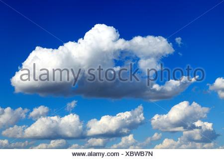 Ciel bleu, blanc puffy nuages nuage, ciel, météorologie, météo, ,,background Banque D'Images