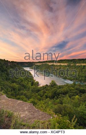 La rivière Niagara, du point de vue sur la Réserve Naturelle de Glen Niagara, Niagara Falls, Ontario, Canada Banque D'Images