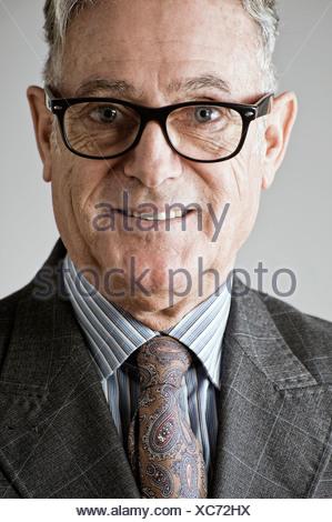 Portrait of senior man, portant costume et cravate Banque D'Images
