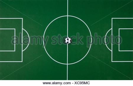 Terrain de football avec des petits jouets foot Banque D'Images