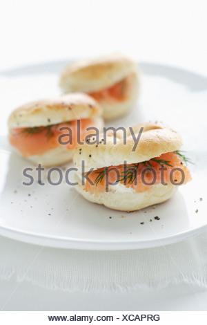 Assiette de fromage à la crème et saumon bagels Banque D'Images