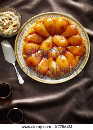 Assiette de Tarte aux poires au four Banque D'Images