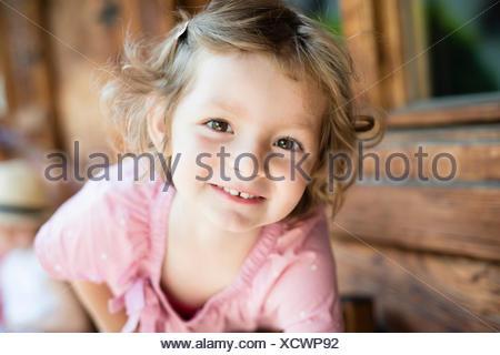 Portrait de petite fille aux cheveux blonds Banque D'Images