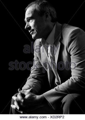 Homme portant costume, portrait Banque D'Images