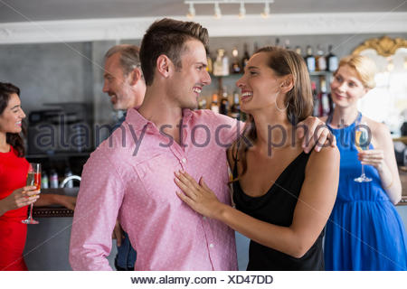 Couple in restaurant Banque D'Images